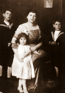 Mabel Gumb and Children, San Francisco