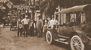 In front of Independence Hotel, 1916